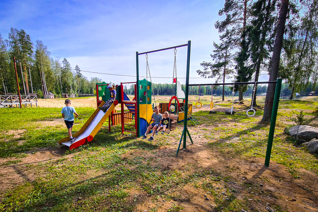 Детская площадка на базе отдыха Лазурная